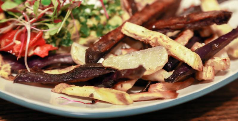 Oven-baked celeriac and fingerlingfries